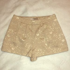 Dressy nude on nude print shorts